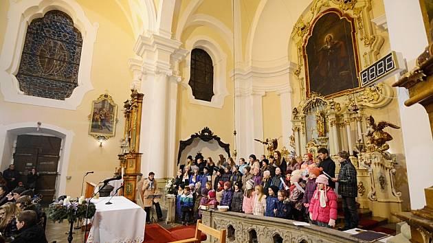 Česko zpívá koledy 2015 v Kostelci nad Orlicí