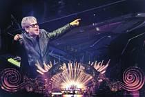 Legenda Elton John se objeví v Dobrušce. Na plátně