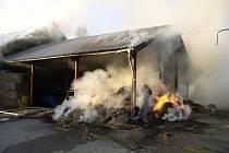 Rybná nad Zdobnicí: Požár přístřešku slámy u objektu odchovny býků.