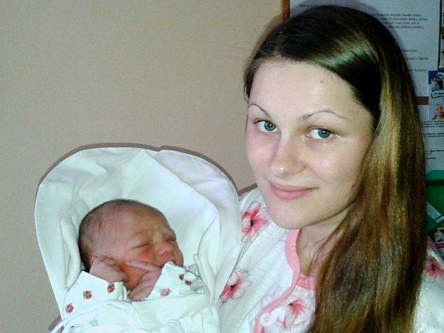 LEO NADZAM: Manželé Michaela a Jaroslav Nadzamovi z Kostelce se radují ze syna. Svět uviděl 14. dubna v 5.58 hodin, kdy vážil 3,6 kg a měřil 51 cm. Tatínek byl u porodu statečný a velmi maminku podporoval.