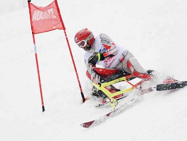 ČTYŘIKRÁT vystoupil během mistrovství světa skibobistů v italském Malsu na nejvyšší stupeň  český reprezentant Bohumil Flegl (na snímku) ze Skibob klubu Dobruška.