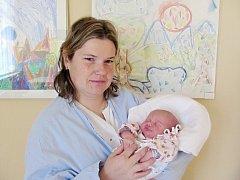 TEREZA HLAVÁČKOVÁ se narodila 27. října v 15.08 hodin manželům Lence a Janu Hlaváčkovým z Častolovic. Po narození vážila 3,2 kg a měřila 48 cm. Na malou Terezku se doma těšil bratříček Michal. Tatínek to u porodu zvládal moc dobře.