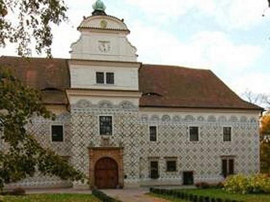 Pohled na zámek v Doudlebách nad Orlicí.