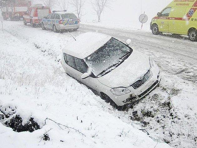 Vozidlo skončilo v příkopě u obce Přepychy.