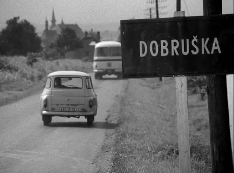 Z filmového záběru, cesta na Dobrušku od obce Provoz.