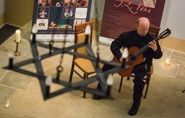 Pátý koncert Mezinárodního hudebního festivalu F. L. Věka - Hrál kytarista Pavel Seidl