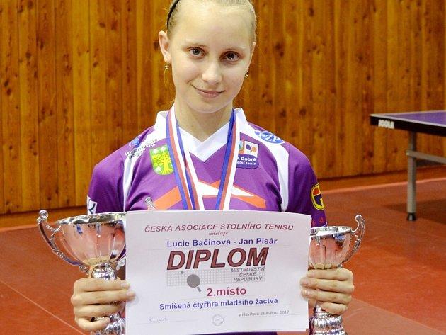 Lucie Bačinová se dvěma medailemi.