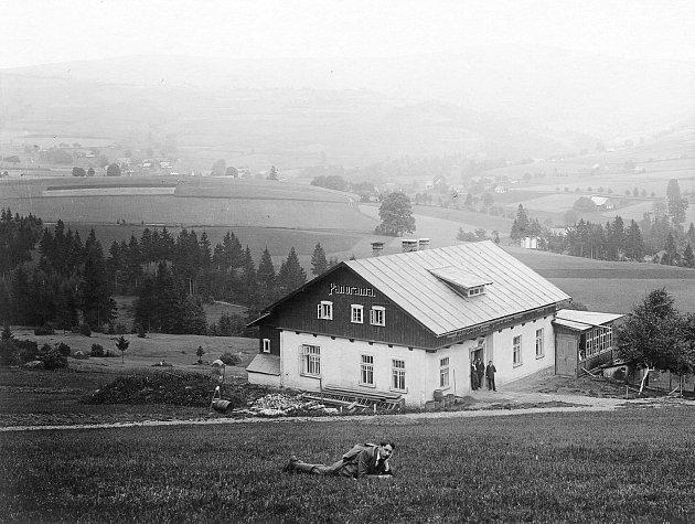 Krása přírody Orlických hor se stala objektem pozornosti prvních průkopníků turistiky. Počátky těchto snah můžeme pozorovat už v60. letech 19.století, kdy byly zakládány komise pro turistiku.