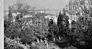 ZAROSTLÁ ZAHRADA v Rychnově nad Kněžnou, kam si dříve chodívaly děti hrát. Tyto místa byla stvořena pro dětské hry a dobrodružství.