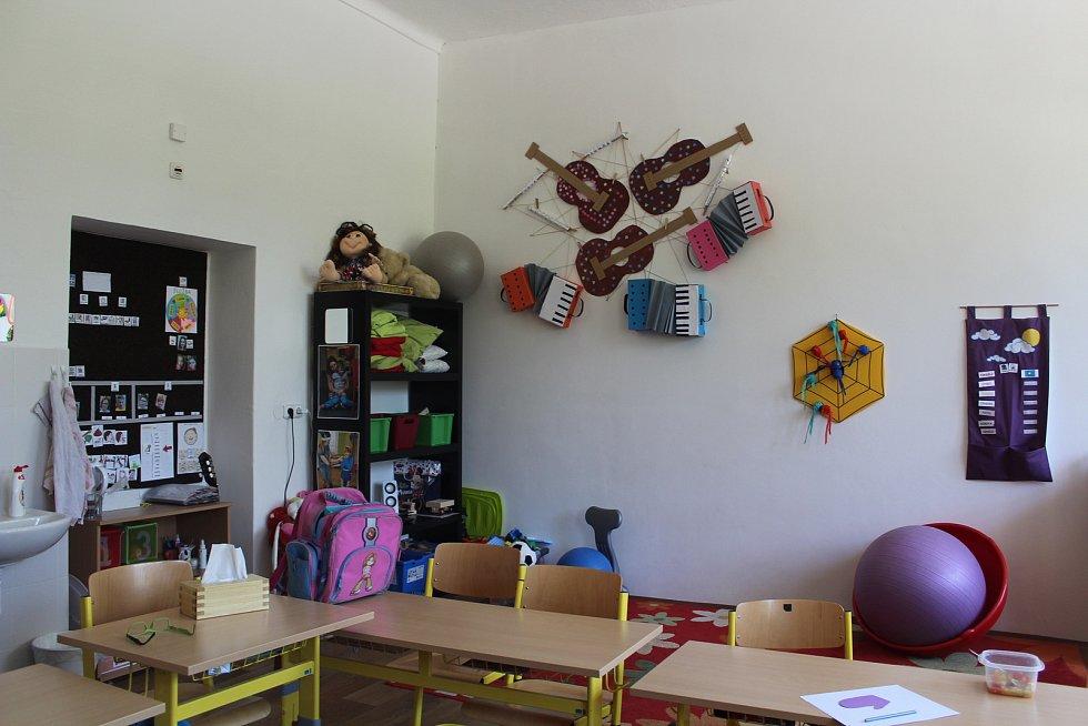Ze současné speciální školy v Bartošovicích v Orlických horách.