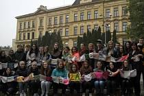 Obchodní akademie T. G. Masaryka Kostelec nad Orlicí zapojila do charitativního projektu Knit A Square.
