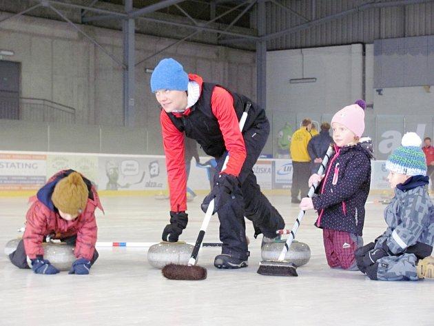 Zimák v Opočně patřil curlingu
