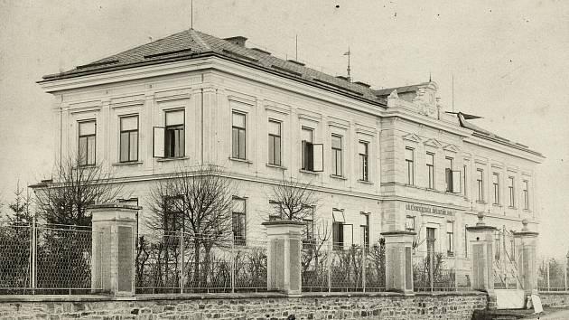 Rychnovská nemocnice na dobovém snímku.