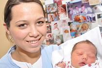 KATEŘINA BURDOVÁ: Rodiče Marika Beková a Ondřej Burda z Albrechtic se radují z narození dcery Katky. Na svět přišla 7. února ve 13.39 hodin (3,55 kg a 51 cm). Tatínek byl pro maminku psychickou podporou