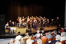 Akustika velkého sálu vyhovuje divadlu, hudebním programům i filmu. Diváci dávají najevo svoji spokojenost bohatou návštěvností, zařízení se v tomto ohledu stává skutečným společenským centrem.