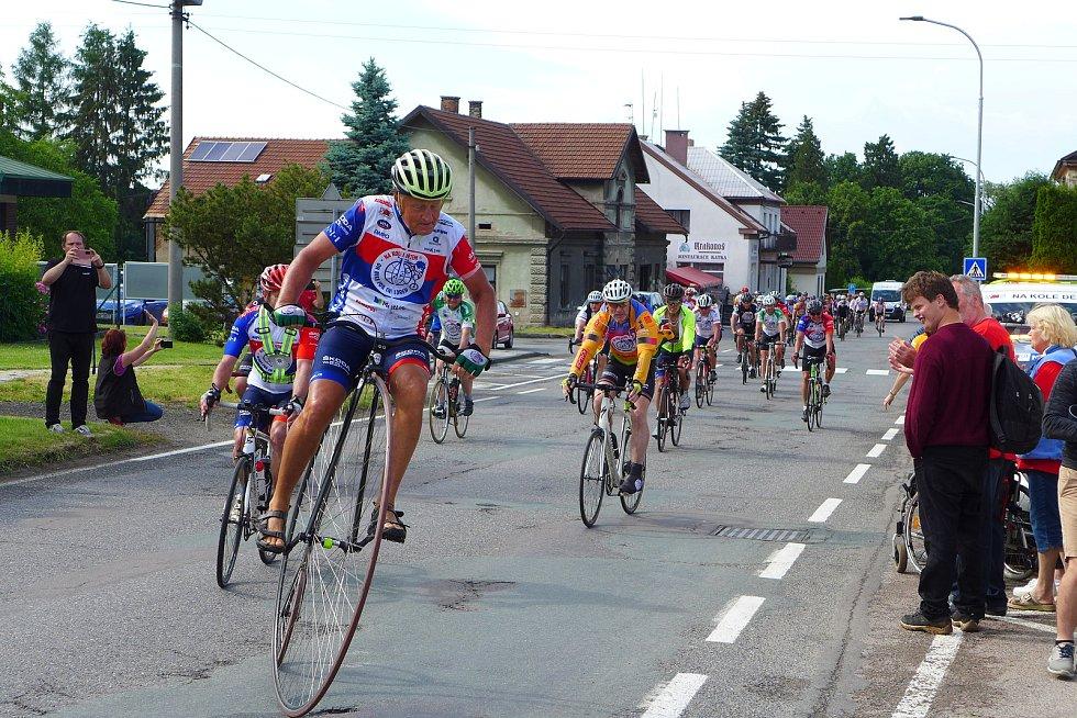 Z cyklojízdy Josefa Zimovčáka a jeho doprovodu Na kole dětem. Zdroj: archiv Josefa Zimovčáka