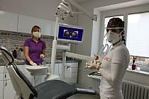 Zubní ordinace fungují v omezeném režimu.