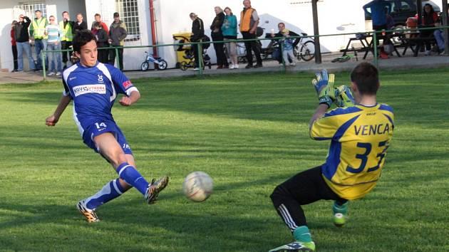 Fotbalisté Lukavice vyhráli poslední tři mistrovské zápasy a dnes se pokusí prodloužit úspěšnou sérii v domácím prostředí v duelu s týmem Přepych.