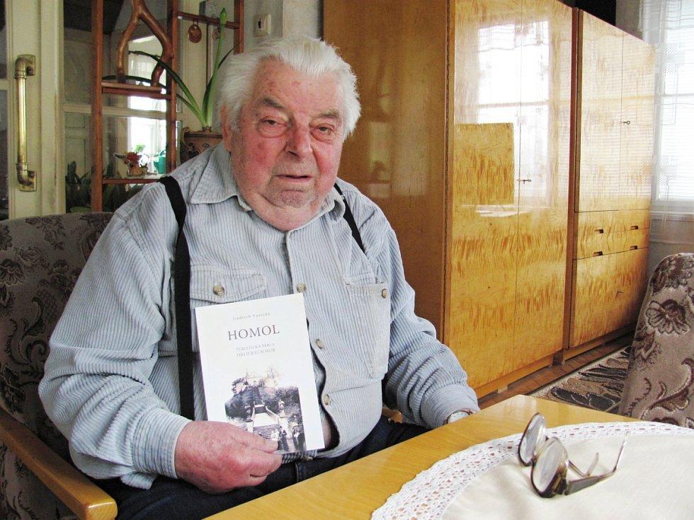 AUTOR publikace o Homoli Jindřich Vanický se ke svému dílku po dvaceti letech opět vrátil a vydal jeho druhé přepracované vydání, s nímž vypomohl také Ladislav Miček.