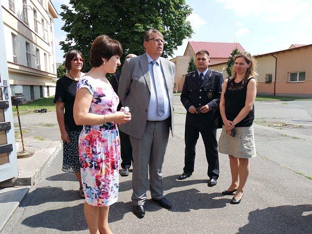 Hejtman Královéhradeckého kraje Lubomír Franc navštívil pobytové středisko v Kostelci nad Orlicí.