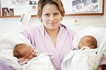 TEREZA A JAN: Rodiče Zuzana a Jan Petrovi ze Spáleniště u Dobrušky přivedli 17. 1. na svět dvojčata Terezku a Honzíka. Holčička se narodila ve 22.05 hodin (2,35 kg a 46 cm) a chlapeček o minutu později (2,44 kg a 47 cm).