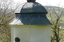 Barokní kaple na vrchu nad Moravskou Třebovou jsou v dezolátním stavu.