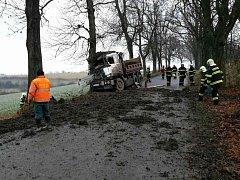 Z HROZIVĚ vypadající nehody vyvázl řidič naštěstí jen s pokutou a lehkým zraněním.