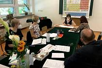 Maturanti na svitavském gymnáziu skládají zkoušku dospělosti.