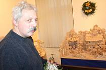 Bedřich Šilar není ve svitavském muzeu nováčkem. Letos poprvé je část adventní výstavy věnovaná právě tomuto lanškrounskému betlémáři. Vystavuje také plastiky a loutky.