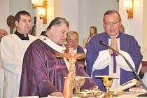 Mariánská sobota v Koclířově s kardinálem Dominikem Dukou, biskupem královéhradeckým Janem Vokálem a lanškrounským farářem Zbigniewem Czendlikem.