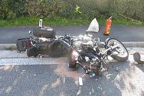Autobus se srazil s motocyklem.
