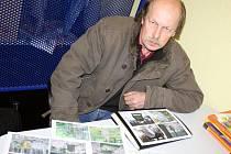 PETR VOMÁČKA s pomocí historických map vyhledává pamětní kameny Lichtenštejnů. Ty, které objevil, vyfotografoval. Všechny poznatky má pečlivě zaznamenané.