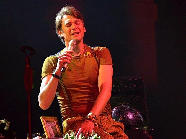 Koncert Vojtěcha Dyka, Puppini Sisters a B-Side Band v Litomyšli.