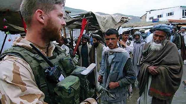 Český voják a Afghánci.