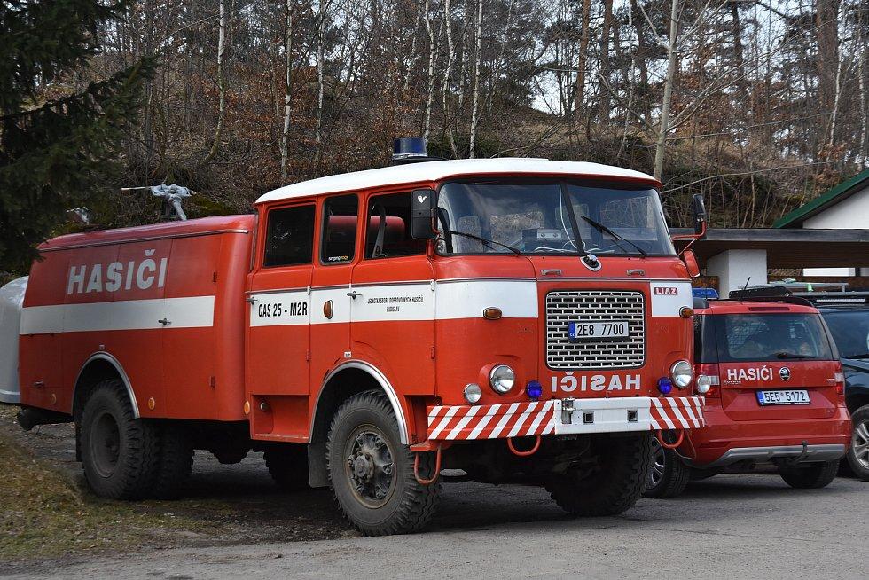 Hasiči v Budislavi převzali vyřazené auto od profíků.