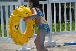 S bazénem jsou hosté kempu v Borové nadmíru spokojeni