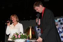 Spolek paní a dívek připomněl v Litomyšli výročí narození slavné české kuchařky a hospodyně Magdaleny Dobromily Rettigové. Na slavnostní večer pozvaly letos dámy Magdalenu Dietlovou a moderátora Aleše Cibulku.