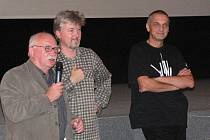 Aktéři debaty: David Vávra (vpravo) a Radovan Lipus (uprostřed).