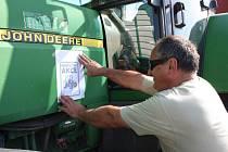 Zemědělci ze svitavského okresu se ve středu připojili k protestní akci. S traktory, nákladními auty, ale i kombajny a řezačkami popojížděli po silnici z Moravské Třebové na Hřebeč.