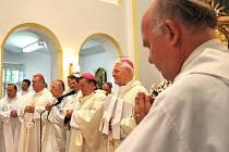 Věřící z celého světa se sešli v Koclířově.  Bohoslužbu vedl arcibiskup Dominik Duka.