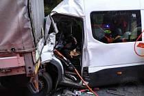 U Gruny na silnici I/35 se v pondělí ráno střetla tři vozidla.