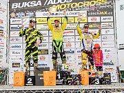 Nejlepší trojlístek mezinárodního mistrovství České republiky v motokrosu pro rok 2016: vlevo je stříbrný Jaromír Romančík, uprostřed zlatý Martin Michek a vpravo bronzový Petr Bartoš.