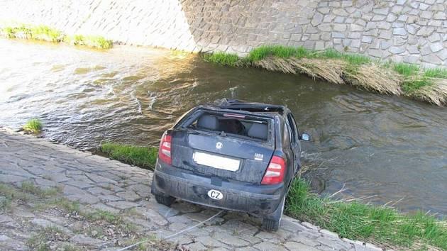 Chyba při řízení se obešla bez zranění.