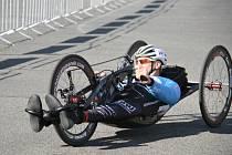 Jan Tománek při závodě handbiků.