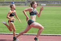 Nejpočetnější obsazené byly na mítinku sprinterské trojboje (na snímku je finiš ženské dvoustovky).