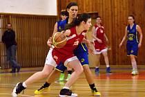 Basketbalové juniorky Jiskry Litomyšl v souboji s Havlíčkovým Brodem.