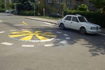 Ilustrační foto: PŘÍLIŠ MALÝ! Tak mluví lidé o kruhovém objezdu na síldlišti v Litomyšli. Křižovatka je tady podle nich nesmyslná a mnozí motoristé si proto krátí cestu v protisměru.