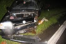 Řidič BMW vrazil v protisměru do Škody Favorit.