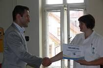 Léčebna dlouhodobě nemocných v Litomyšli získala šek na sto tisíc korun