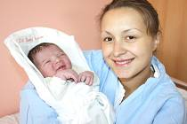ADAM ČERNÝ.  Chlapeček přišel na svět 17. října ve 12.30 hodin ve svitavské porodnici. Vážil 3,7 kilogramu a měřil 52 centimetrů. S rodiči Barborou a Jaroslavem a brášky Jarečkem a Kristiánkem bude doma v Moravské Třebové.
